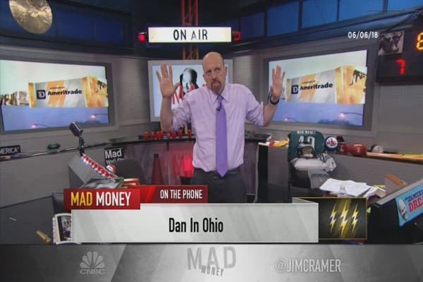 Cramer's lightning round: Auto weakness shouldn't weigh on Illinois Tool Works