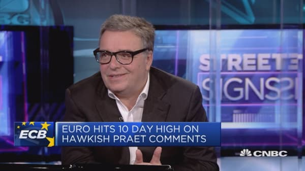 Expect euro to fall in the long term, strategist says