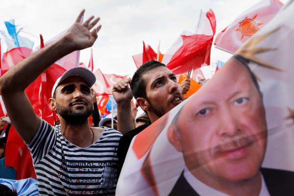 Supporters of Turkish President Tayyip Erdogan during an election rally in Diyarbakir, Turkey June 3, 2018.