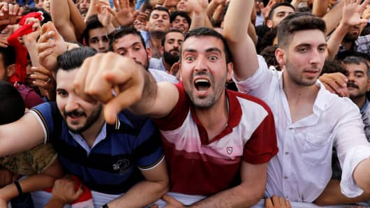 Supporters of Turkish President Tayyip Erdogan react during an election rally in Diyarbakir, Turkey June 3, 2018.