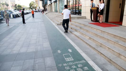 A designated lane for cellphone users in Xi'an, China.