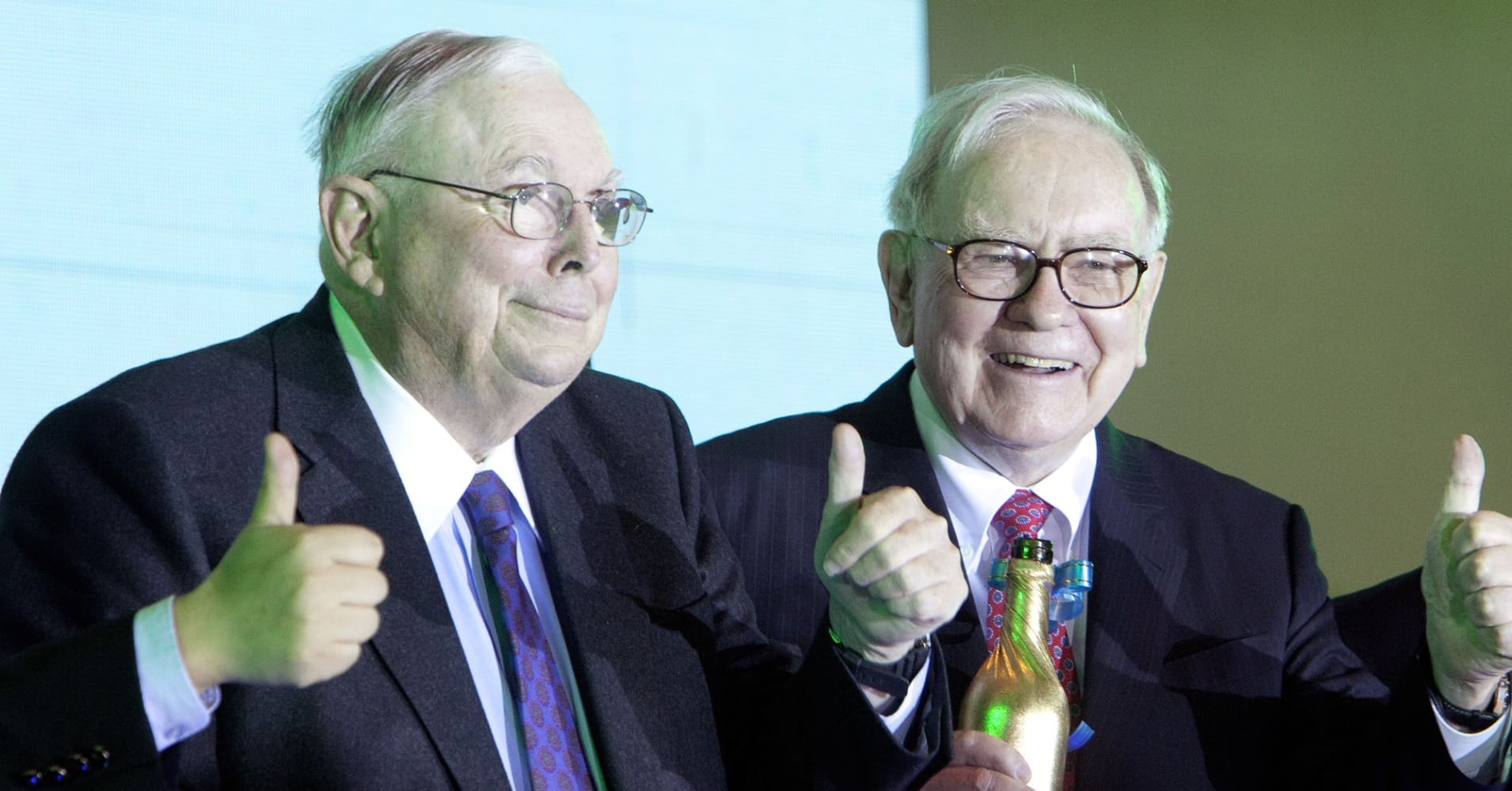 Charles Munger, vice chairman of Berkshire Hathaway Inc., left, and Warren Buffett, chairman of Berkshire Hathaway Inc., attend a BYD Co. press event in China, on Monday, Sept. 27, 2010.
