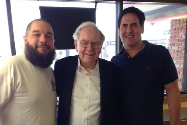 John Schmoll with Mark Cuban and Warren Buffett at Dairy Queen in 2015
