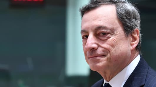 European Central Bank President Mario Draghi attends an Eurogroup finance ministers meeting at the European Council in Brussels on May 24, 2018.
