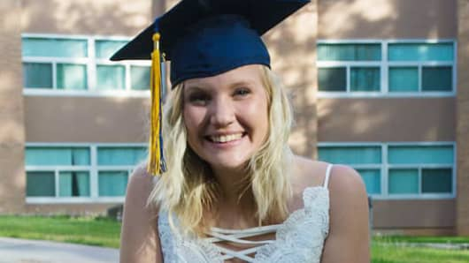 Dani Hall was able to pay off her student loans early by making payments before the grace period ended.