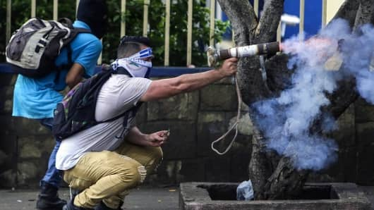 A protester fires a homemade mortar during clashes with riot police in a demonstration by engineering university students in Managua on May 28, 2018.