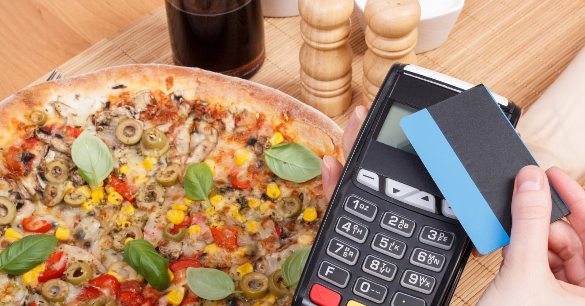 Contactless tech helps debit card use in UK outstrip cash for first time