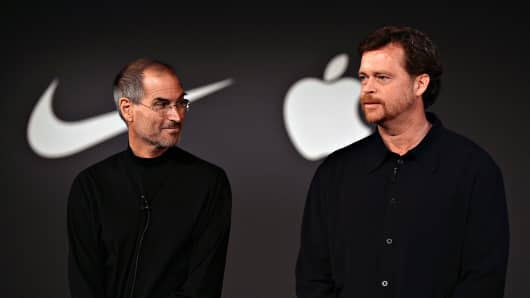 Mark Parker, president and chief executive officer of Nike, Inc., right, speaks as Steve Jobs, chief executive officer of Apple Computer, Inc., looks on during a news conference in New