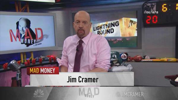 Cramer's lightning round: Medical device stocks tend to win big