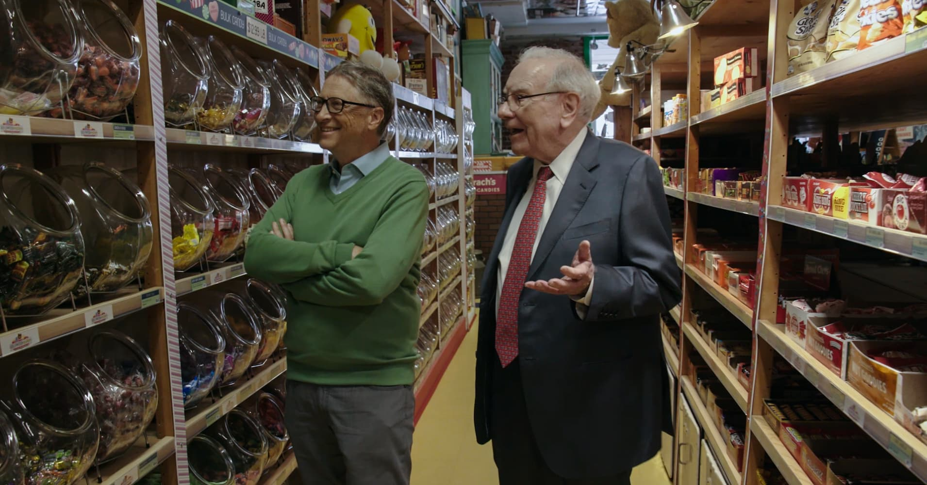 Warren Buffett and Bill Gates visited a candy store in Omaha during this year's Berkshire Hathaway shareholder meeting
