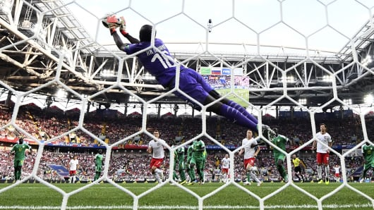 Senegal's goalkeeper Khadim N'Diaye stops the ball after Poland's forward Robert Lewandowski (rear C) shot a free kick during the Russia 2018 World Cup Group H football match between Poland and Senegal at the Spartak Stadium in Moscow on June 19, 2018.