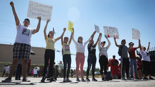 People protest the separation of children from their parents in front of the El Paso Processing Center, an immigration detention facility, at the Mexican border on June 19, 2018 in El Paso, Texas.