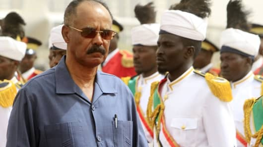 Eritrean President Isaias Afwerki reviews the honor guard during his welcome ceremony in the Sudanese capital, Khartoum, 2015.