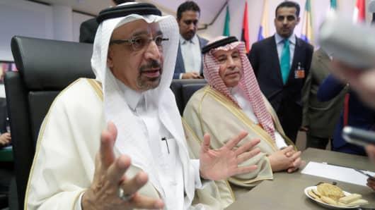 Saudi Arabia's Oil Minister Khalid al-Falih talks to journalists at the beginning of an OPEC meeting in Vienna, Austria, June 22, 2018.