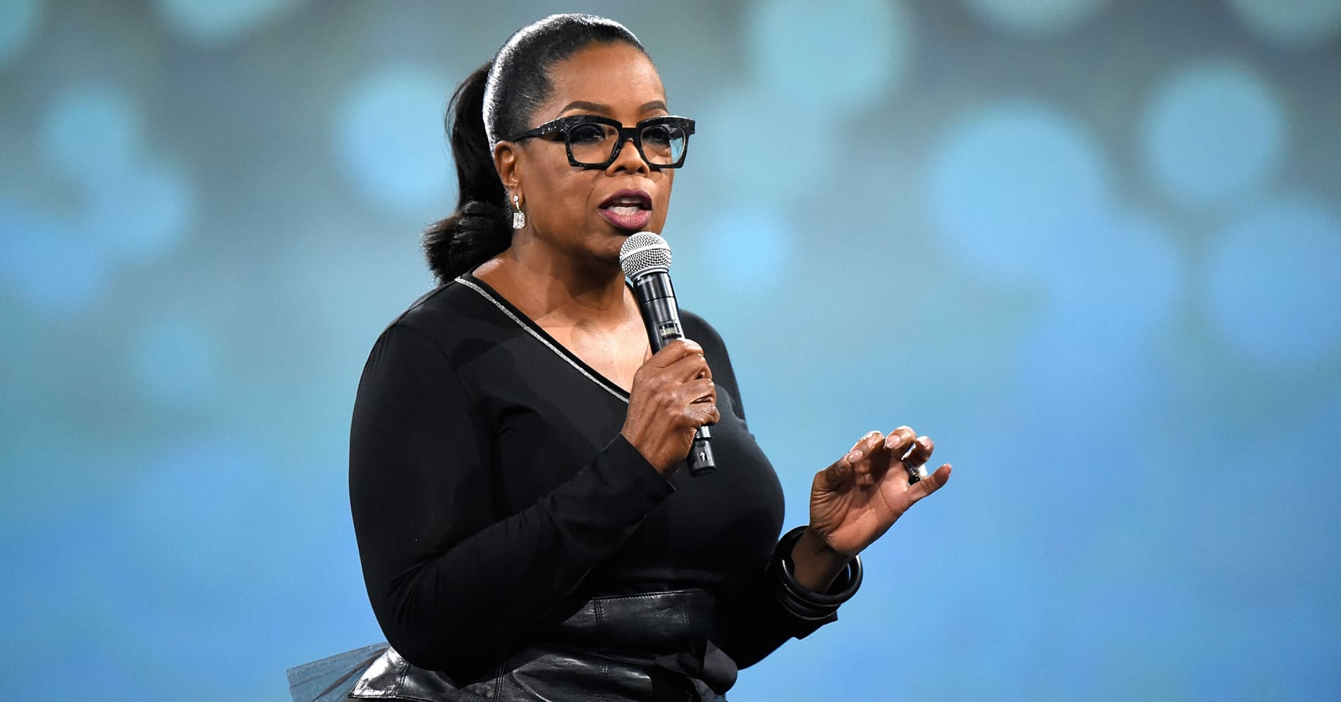 Oprah Winfrey speaks on stage during The Robin Hood Foundation's 2018 benefit at Jacob Javitz Center on May 14, 2018 in New York City.
