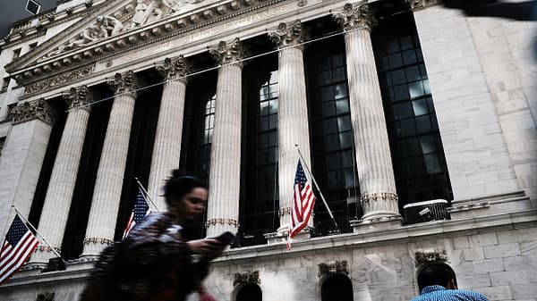 Women see bigger gender gap on Wall Street than men: Survey