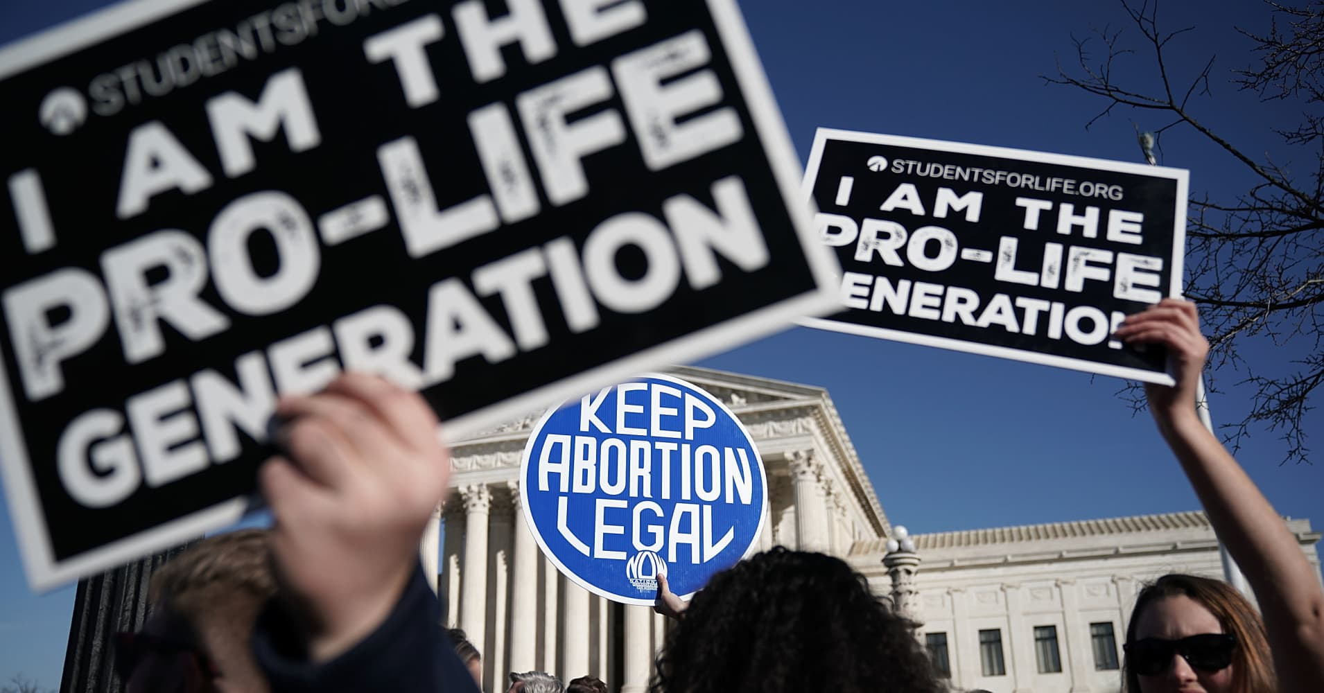 Louisiana abortion law won't go into effect Monday as the Supreme Court buys itself time