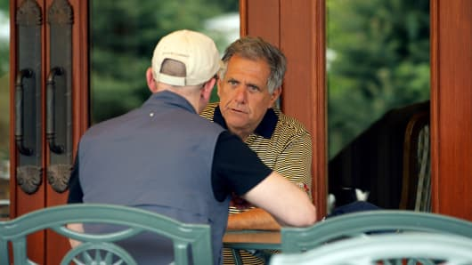 Leslie 'Les' Moonves, president and chief executive officer of CBS Corp., right, speaks with Jeff Bezos, chairman, president and chief executive officer of Amazon.com Inc., at the Allen & Co. Media and Technology Conference in Sun Valley, Idaho, U.S., on Thursday, July 7, 2011.