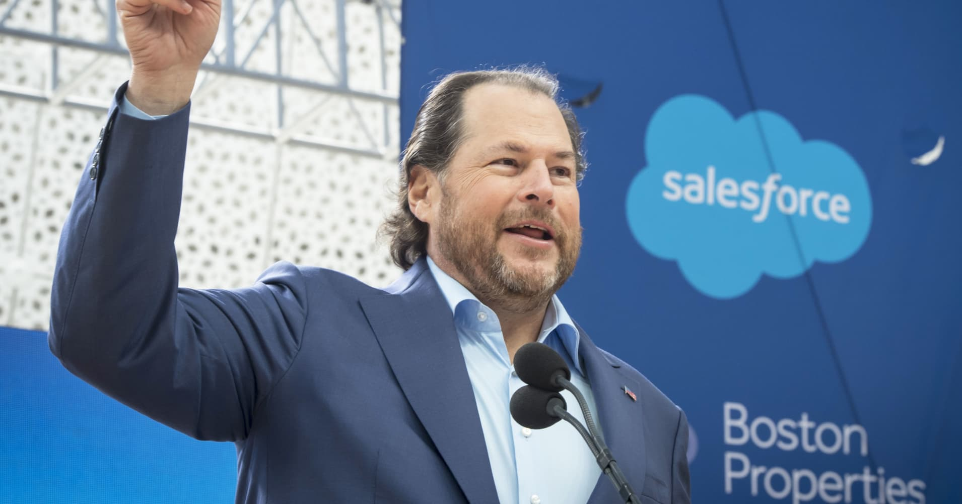 cnbc.com - Jordan Novet - Salesforce starts competing with Microsoft PowerPoint