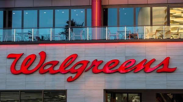 Walgreens beats Street, raises quarterly dividend