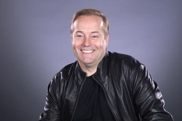 Angle investor Jason Calacanis boasts being an early investor in six unicorns - Uber, Robinhood, Desktop Metal, Datastax, Wealthfront and Thumbtack.