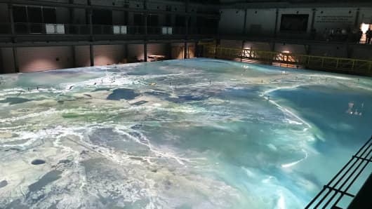 A giant Mississippi River simulator at LSU¹s Center for River Studies