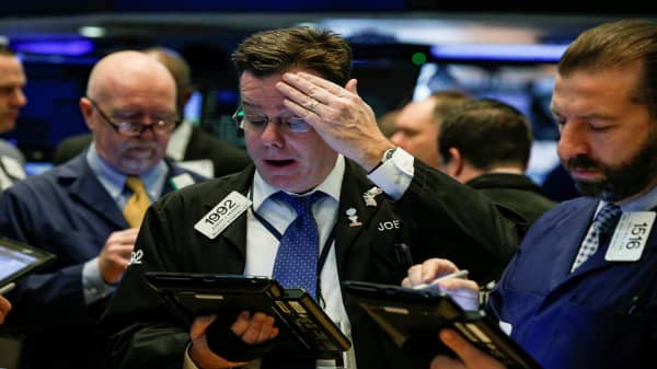 Futures point to negative start on global trade tensions