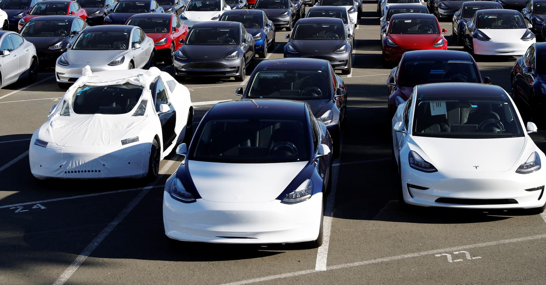 Tesla will meet its Model 3 goal so buy the stock, Oppenheimer says