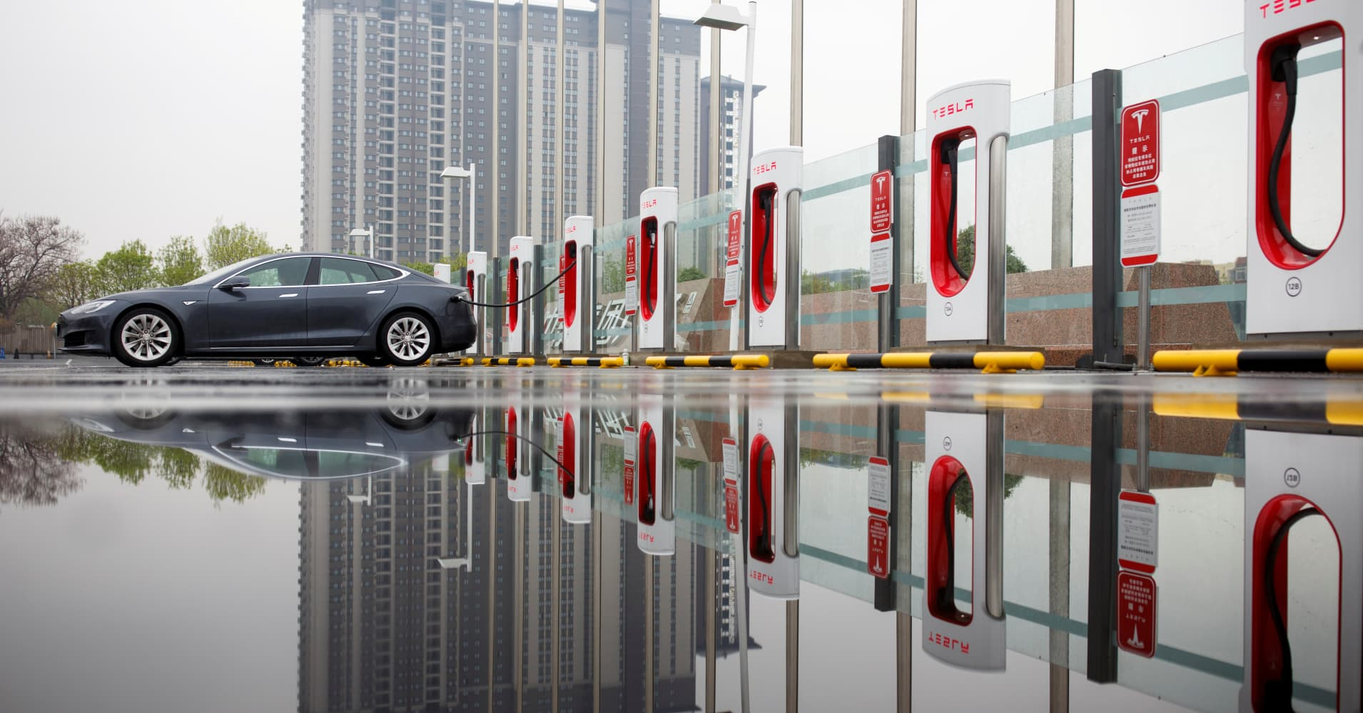 Tesla says new Superchargers let drivers fill up faster, 75 miles of charge in 5 minutes