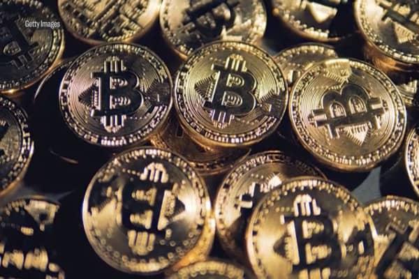 Mais de 800 criptomoedas estão mortas diante da queda de 70% do Bitcoin em 8 meses