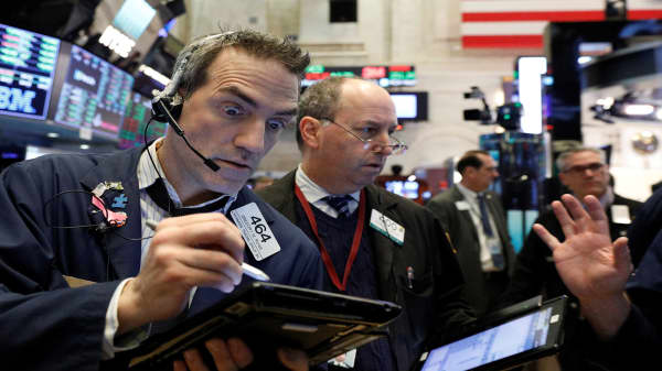 Futures point to higher open ahead of shortened trading day