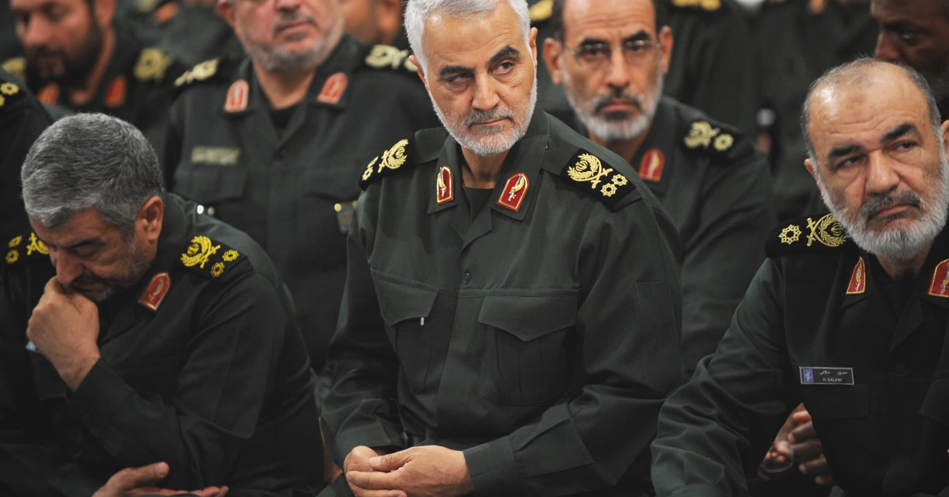 Iran's Revolutionary Guards threaten to cut off regional oil exports amid US pressure
