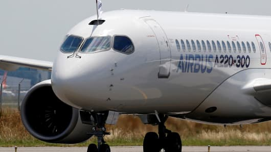 An Airbus A220-300 aircraft lands during its unveiling in Colomiers near Toulouse, France, July 10, 2018.