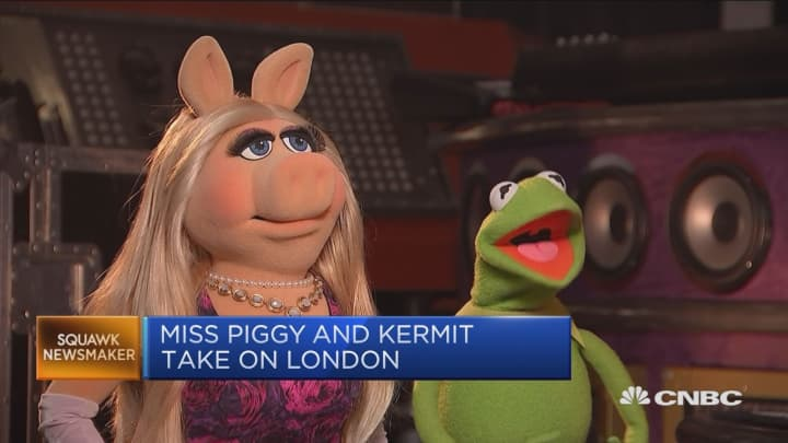 hot sale online 866aa cc3bd Miss Piggy and Kermit take on London