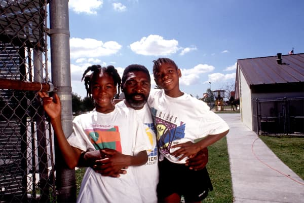 Richard Williams with his daughters Venus, left, and Serena in Compton, CA in 1991