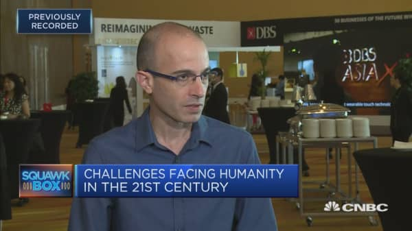 'We should never underestimate human stupidity': Historian