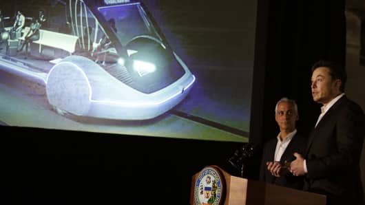 Chicago Mayor Rahm Emanuel listens to Elon Musk of The Boring Company talk about constructing a high speed transit tunnel and a 16-passenger high-speed rail vehicle system that could get travelers to and from downtown Chicago and O'Hare International Airport under 20 minutes, at speeds of over 100 miles per hour.