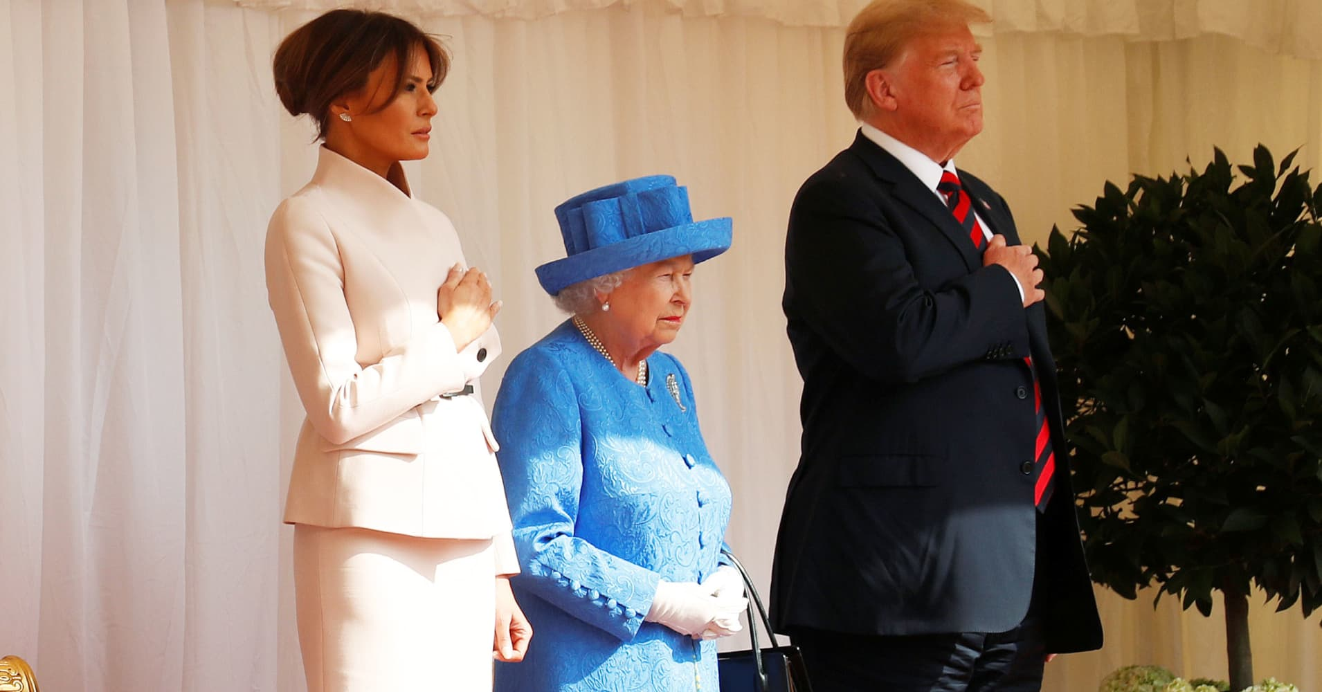 Trump to visit the queen in state visit to the UK