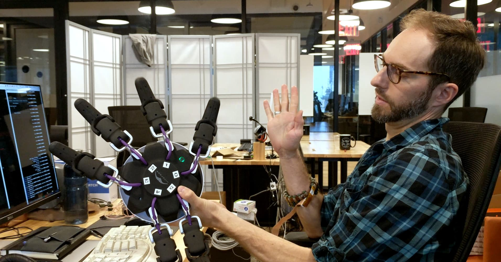 This Wristband Lets Humans Control Machines with their Minds