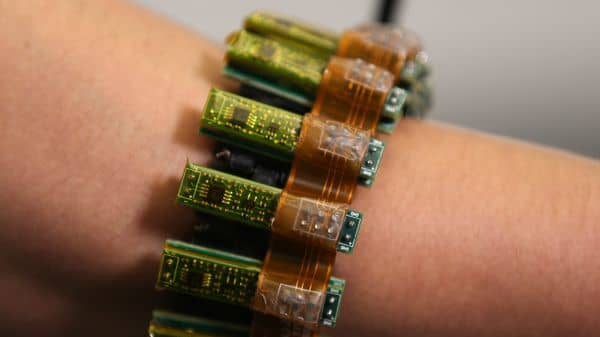 This wearable allows humans to control machines with their minds
