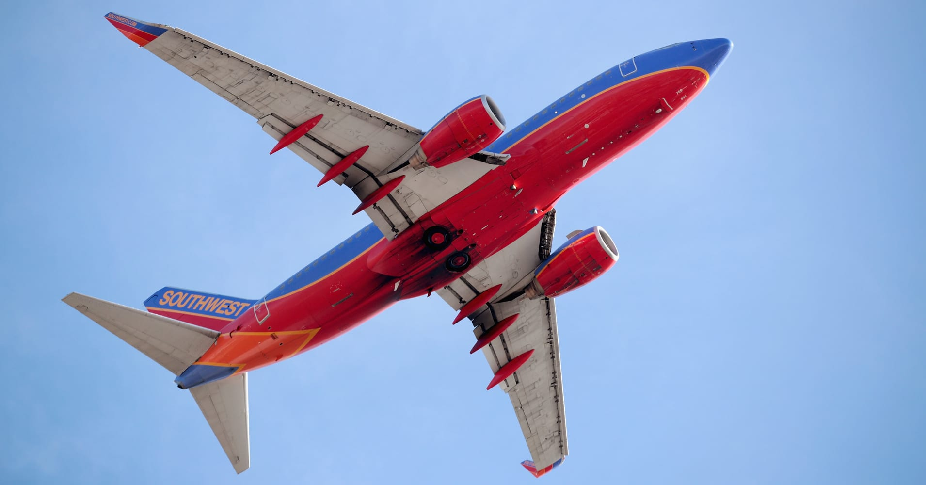 Southwest shares gain after green light on Hawaii flights