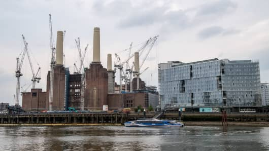 Scott House residential and commercial development, right, stands in the Circus West Village development next to Battersea Power Station office, retail and residential development in the Nine Elms district of London, U.K., on Wednesday, May 23, 2018. Traditional lenders are charging more for loans or declining to offer money at all after a boom in prime properties ended and left builders with a record number of homes without buyers.