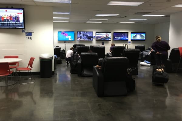 The flight attendant lounge in the Atlanta airport