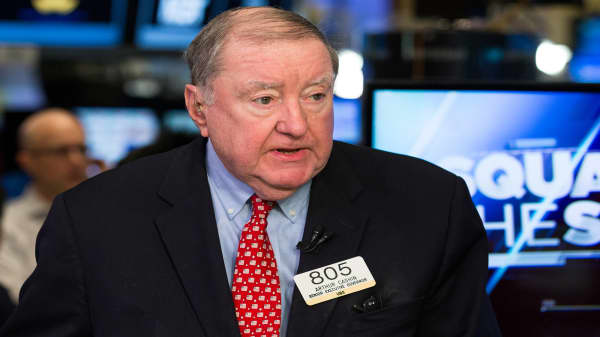 Earnings season holding the market together, says veteran trader Art Cashin