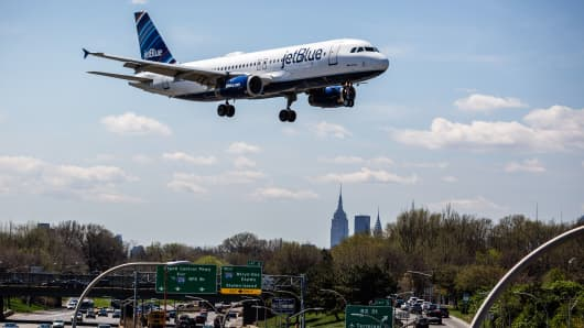 A JetBlue Airways Corp. plane prepares for landing at LaGuardia Airport in New York, U.S., on Tuesday, April 18, 2017.