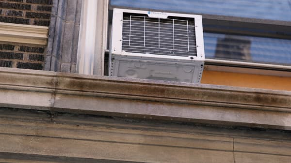 Why nearly a quarter of U.S. households are stuck with ugly and loud AC window units