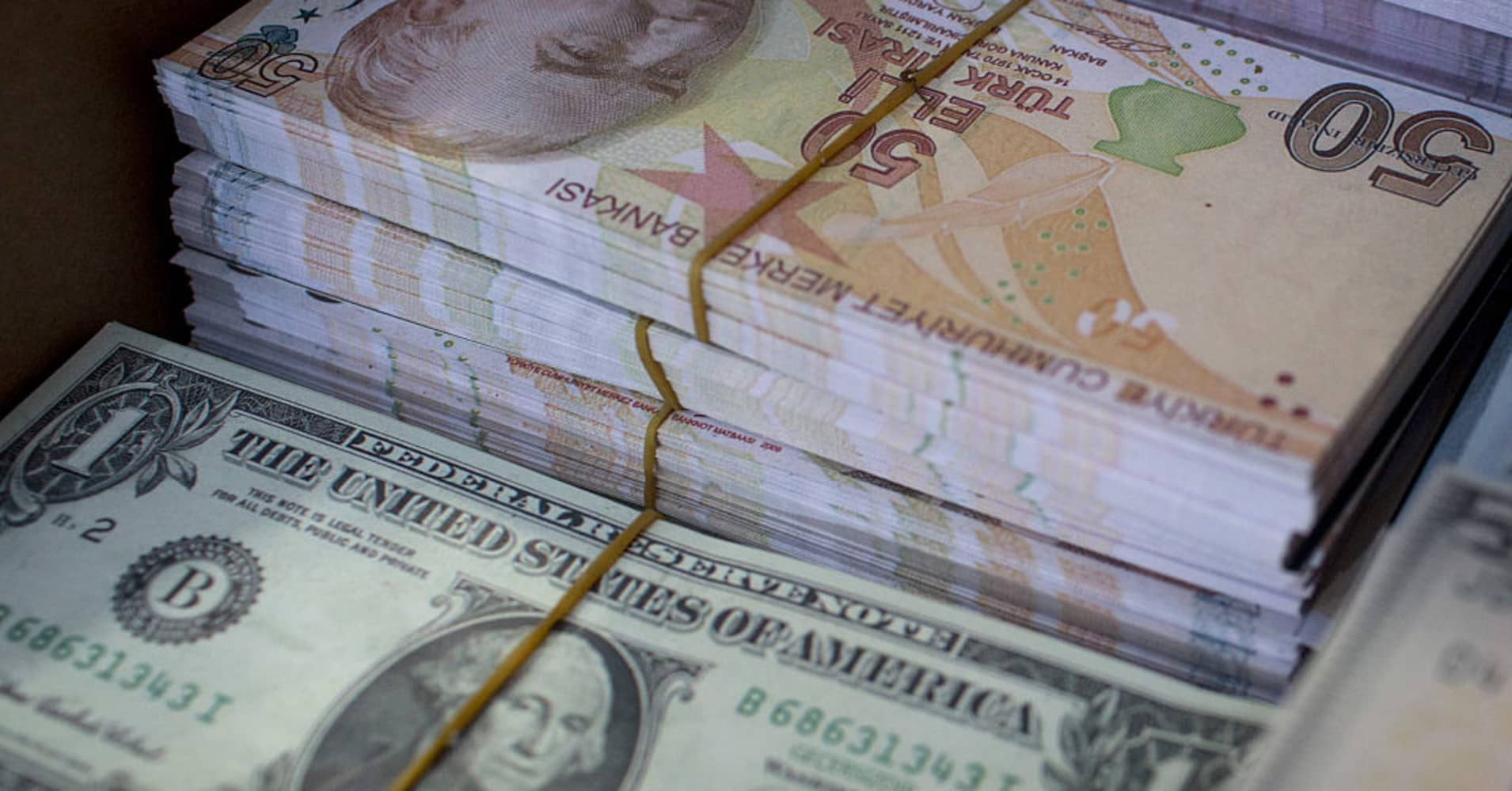 Ing The Turkish Lira Is Like Catching A Falling Knife Strategist Warns