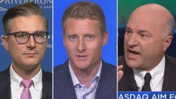 Ten analysts break down their outlook on Amazon ahead of earnings