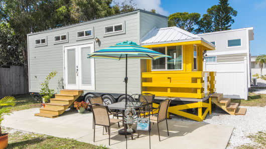 Yellow Lifeguard house by Tiny House Siesta