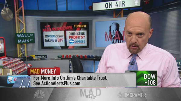 Cramer says Apple's stock could have a $300 price target if it were only valued properly